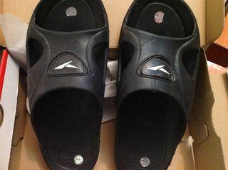 Zapatillas plastico 1€