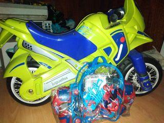 moto trail verde + patines spiderman