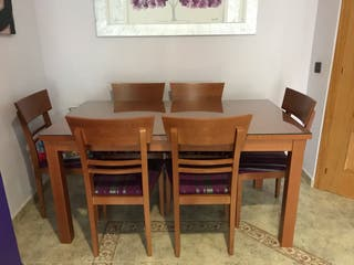 Mesa y sillas urge