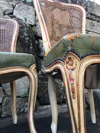 Conjunto de sillas isabelinas
