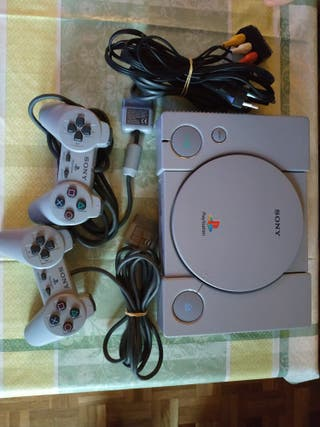 play station one con mandos