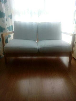 Sofa de madera de dos plazas IKEA