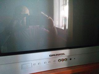 televisión con tedete incorporando