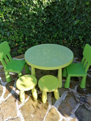 mesa jardín ikea +2 banquetas +2 sillas
