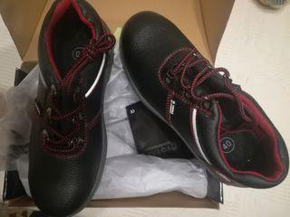 zapatos trabajo de seguridad.