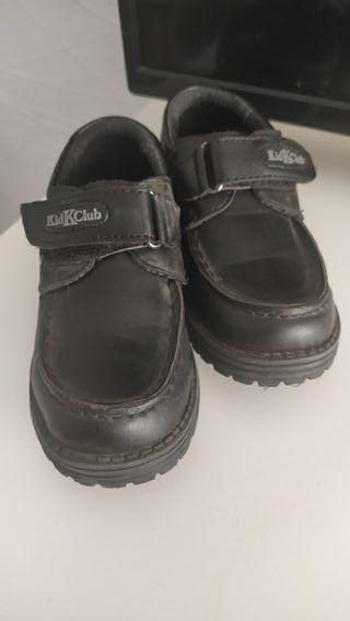 zapatos niño negro