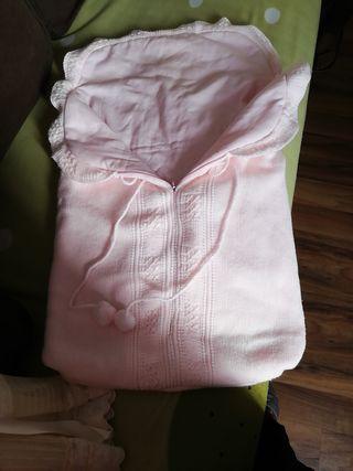 saquito de bebé rosa
