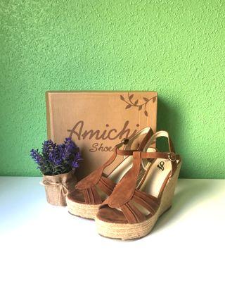 Sandalias cuña Amichi