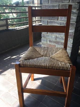 5 sillas de comedor de pino barnizado y enea.