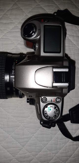 Camara de fotos analógica NIKON