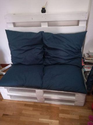 2 Palets montados como sofá