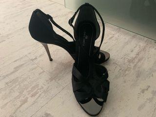 Zapatos sandalias negros Gloria Ortiz 38