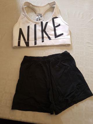 conjunto de top y shorts