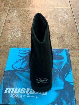 Botas australianas Mustang color negro