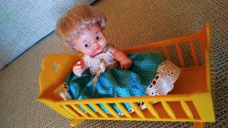 Cuna de muñeco Barriguitas antiguo.