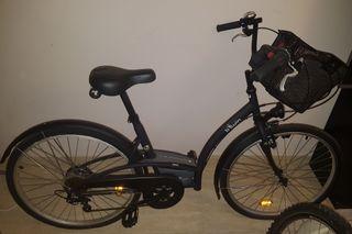 Dos bicicletas una chico y otra de chica.