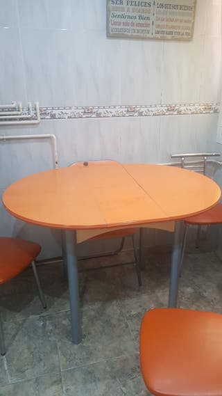 mesa y 3 sillas de cocina