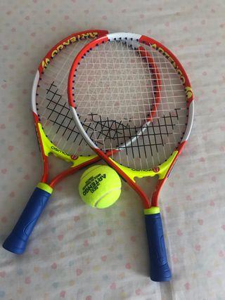 Raquetas y pelota de tenis