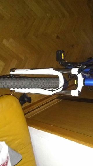 Bicicleta de montaña competitiva ATAK 805