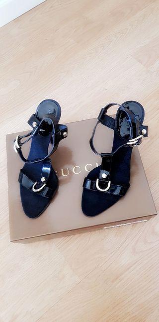 Sandalias de charol negras Gucci