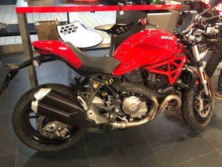Ducati Monster 821 roja