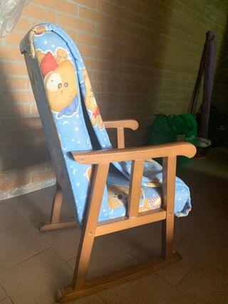 Mecedora de madera para niñ@s