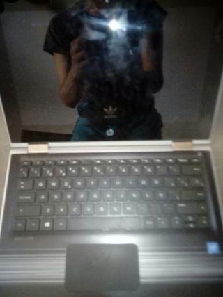 portátil convertible en tablet con pantalla táctil