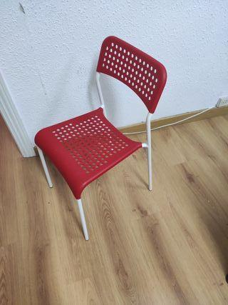 4 sillas, se venden por individual.
