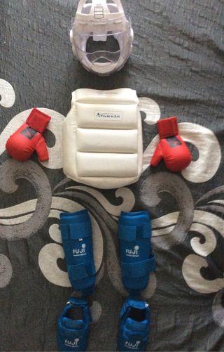 Conjunto protecciones de karate para competicion
