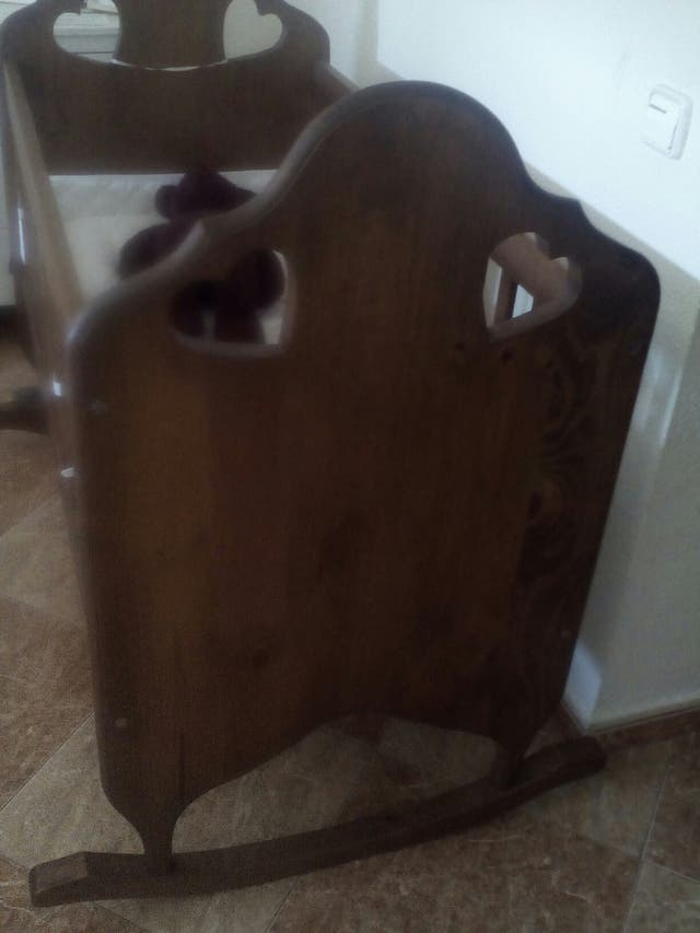 Cuna modelo Vintage de madera maciza.