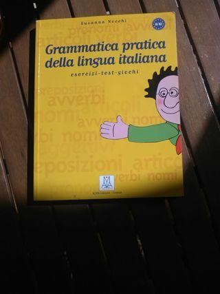 Libro de gramática italiano.