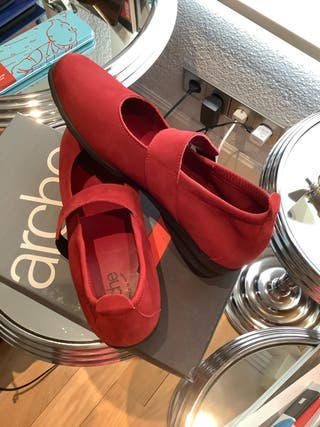Zapatos. ARCHE. Nuevos. Rojos. Talla 37. Nobuck. de segunda