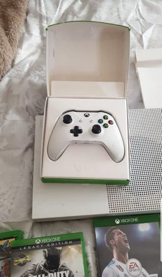 xbox one s 1tb with games and 2 controllers