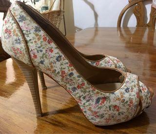 Zapatos tacón estampados