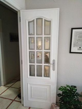 5 puertas pintadas en blanco de madera maciza