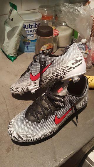 Botas de Fùtbol Nike nuevos sin estrenar