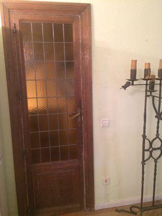 Puerta de madera de roble con vidriera emplomada