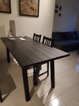 Mesa negra de Madera de IKEA, Minimalista Moderna