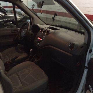 Ford Grand Tourneo Connec 2011