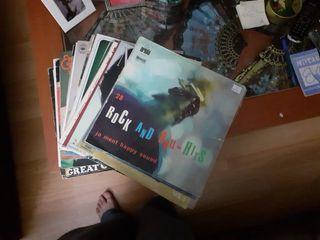 Discos de vinilo de varios cantantes.