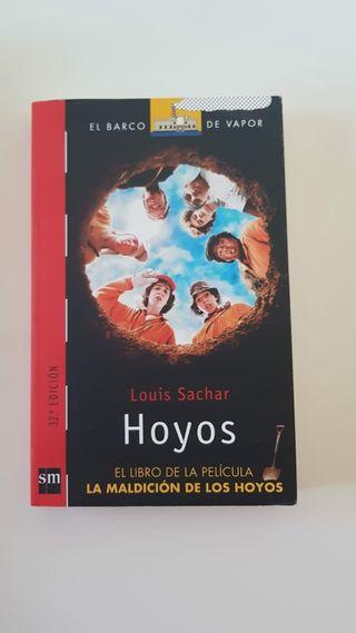 El libro de la película maldición de los hoyos