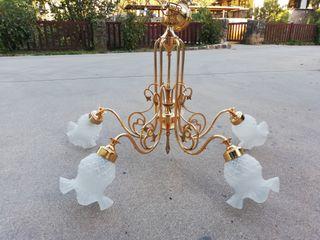 lámpara dorada con 5 brazos