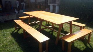 Mesa y bancos