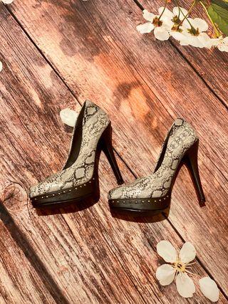 Zapatos de tacón estampado animal