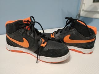 Zapatillas bota Nike. están muy bien