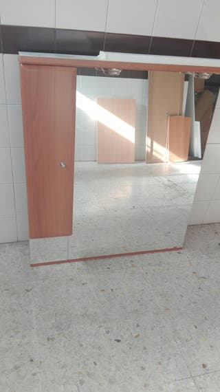 mueble y espejo baño