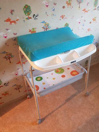 Cambiador-bañera de bebé.