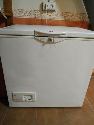 Congelador arcón New Pol SF93