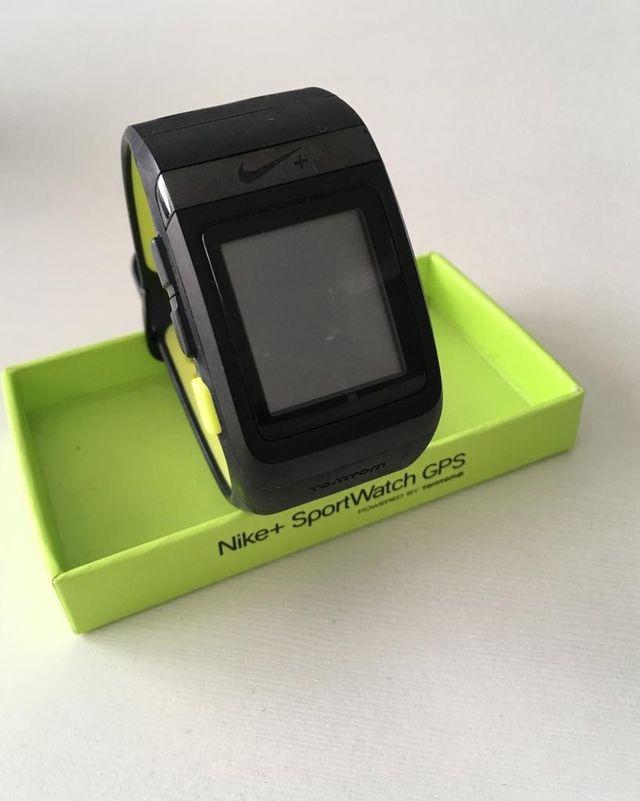 hará Remontarse Preguntar  Reloj Nike Sportwatch GPS de segunda mano por 35 € en Pinto en WALLAPOP