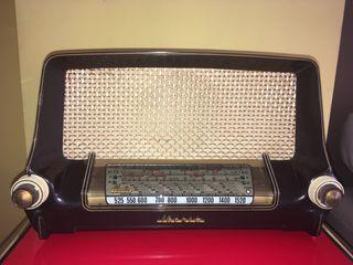 Antigua radio Iberia D 21. Baquelita